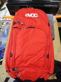 evoc_cc10_red.jpg